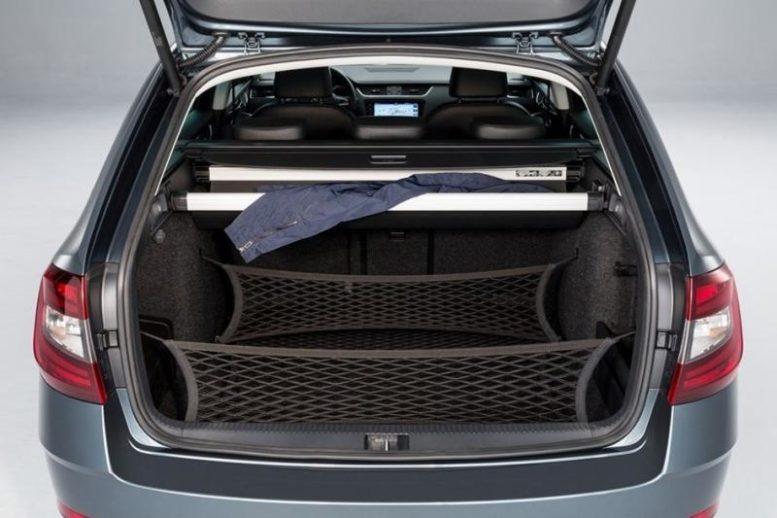 2017 Skoda Octavia Combi luggage compartment