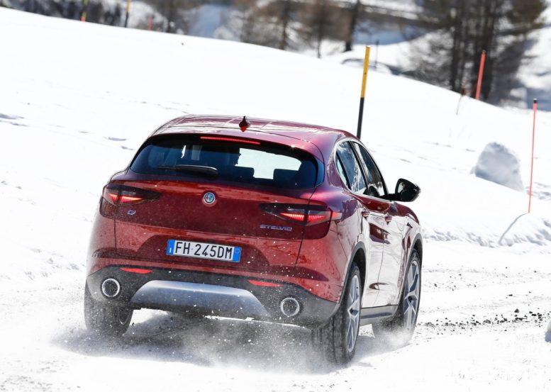 2018 Alfa Romeo Stelvio acceleration brakes