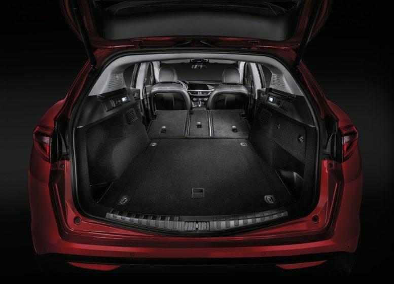 2018 Alfa Romeo Stelvio luggage compartment